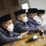 Bupati Kabupaten Bandung, Dadang Supriatna dan jajaran pimpinan DPRD Kabupaten Bandung menandatangani Nota Kesepakatan KUA/PPAS Tahun Anggaran 2022. Dok: Instagram @humaskabbdg.