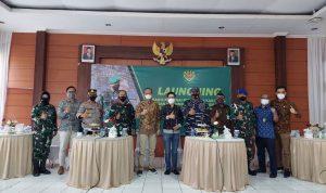 Pemerintah pusat menyalurkan bantuan kepada pelaku UMKM dan Pedagang Kaki Lima dengan bantuan berupa dana tunai yang disalurkan melalui TNI Polri sebesar Rp1,2 juta bagi masing-masing penerima dana. Dok: dprd.bandung.go.id.